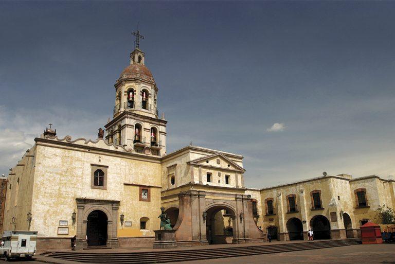 Recorrido-en-tranvía-Templo-y-convento-de-la-Santa-Cruz